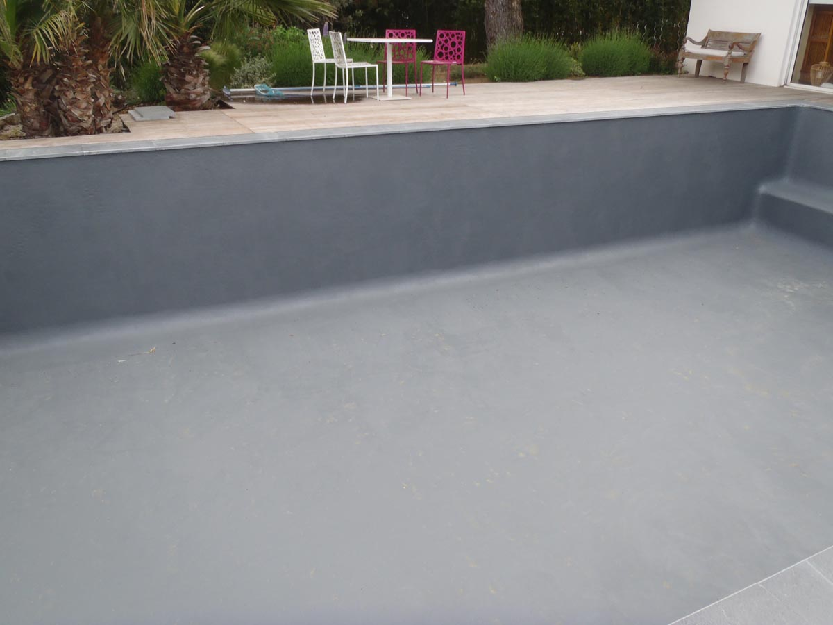 Vid o application peinture piscine arcapiscine maisonetanche for Peinture piscine
