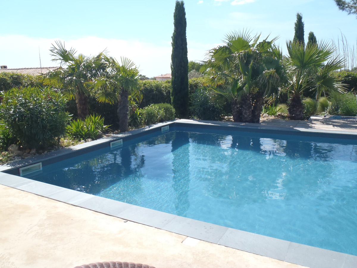 Vid o application peinture piscine arcapiscine maisonetanche for Peinture piscine epoxy