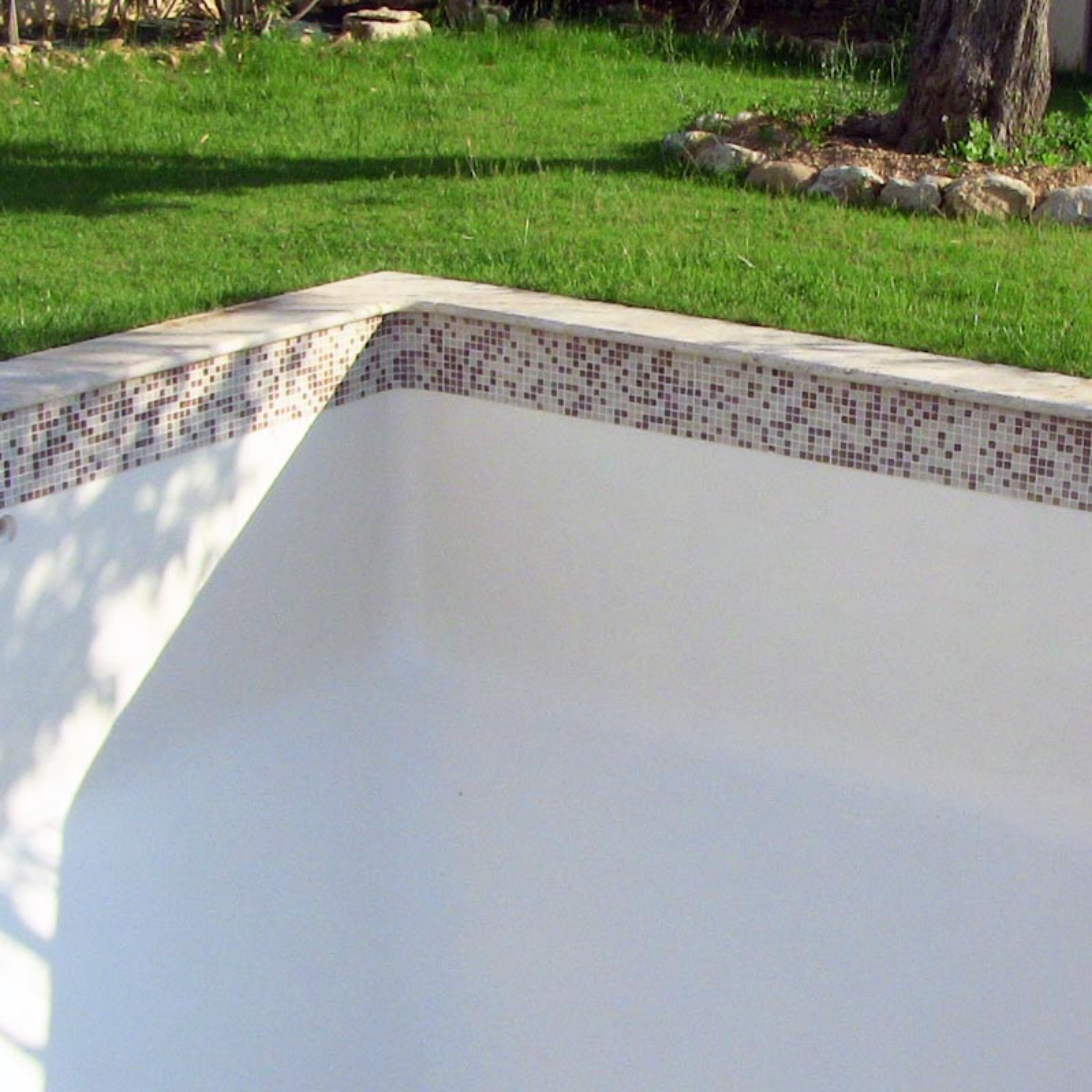 Peinture protection piscine beton ciment d coration bassin for Mise en oeuvre beton cire