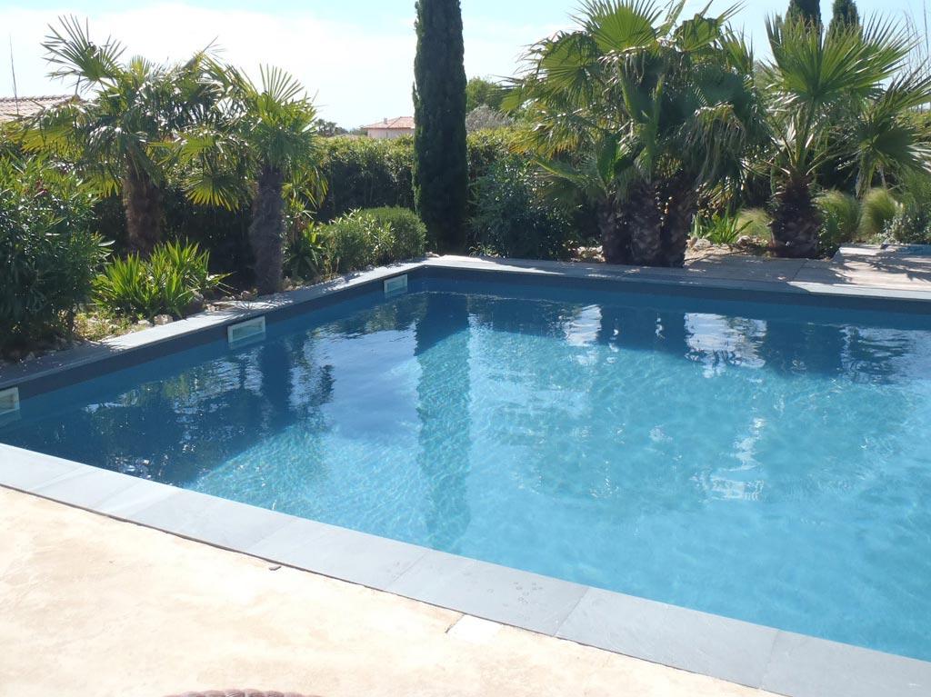 couleur d 39 eau de la piscine en fonction de la peinture utilis e. Black Bedroom Furniture Sets. Home Design Ideas
