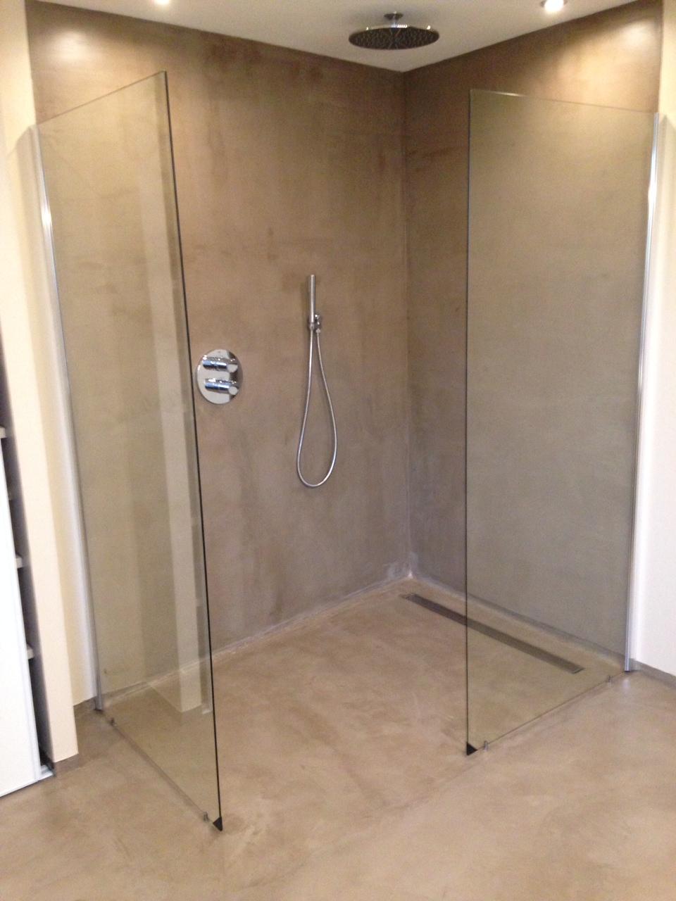 B ton cir salle de bain douche italienne enduit d coratif for Maison etanche beton cire